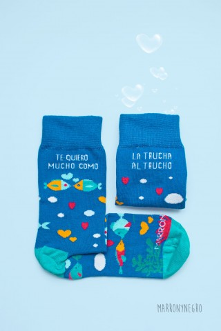 """Calcetines largos con diseño original """"te quiero mucho, como la trucha al trucho"""""""