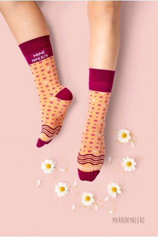 """Calcetines para dama con dibujos y mensaje original. """"Mamá molona"""""""