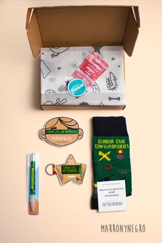 Pack de regalo para guardia civil. Idea de regalo original y divertida para guardia civil